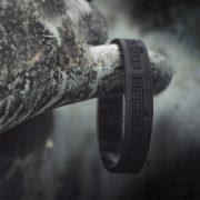 Dudelsack Armband schwarz auf schwarz