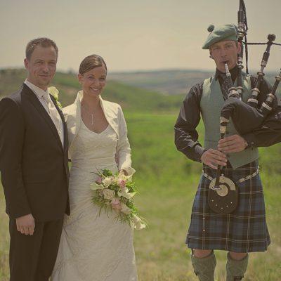 Dudelsackspieler für Hochzeit buchen Brautpaar